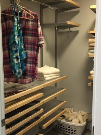palm-spring-vacation-rental-closet