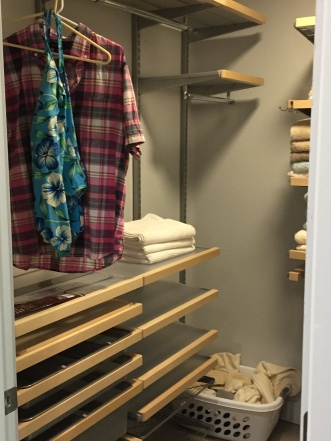 palm-spring-vacation-rental-closet